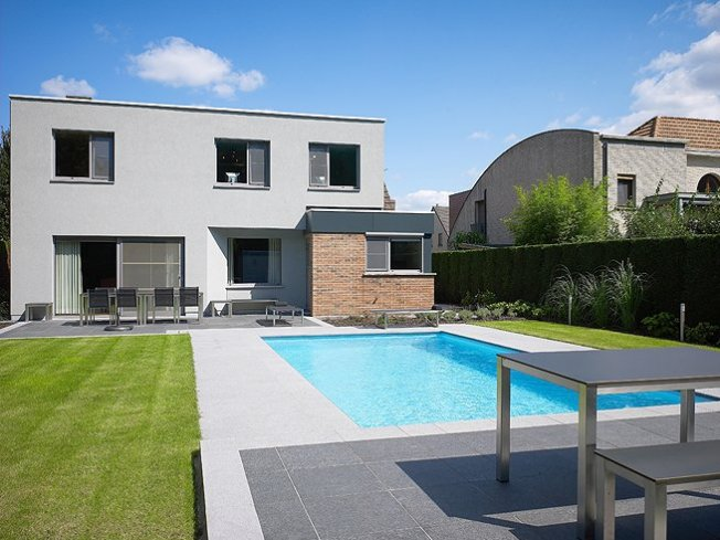 Zwembad terrasaanleg relaxzwembaden - Zwembad betegeld grijs ...