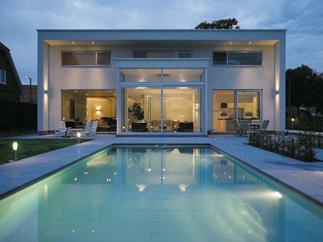 Zwembad modern relaxzwembaden for Modern zwembad