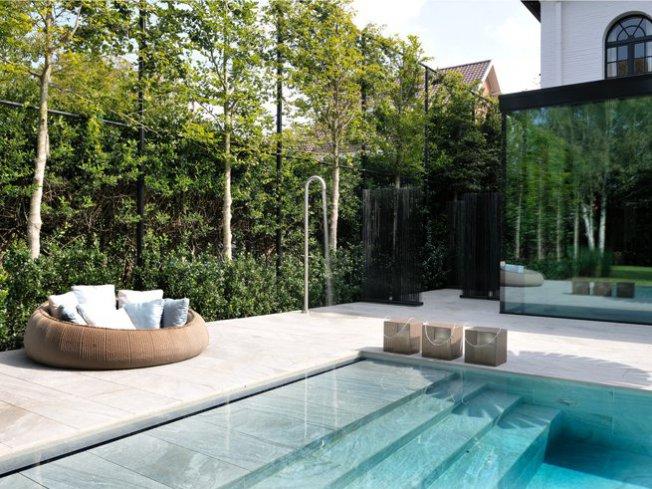 Infinity pool relaxzwembaden - Zwembad betegeld grijs ...